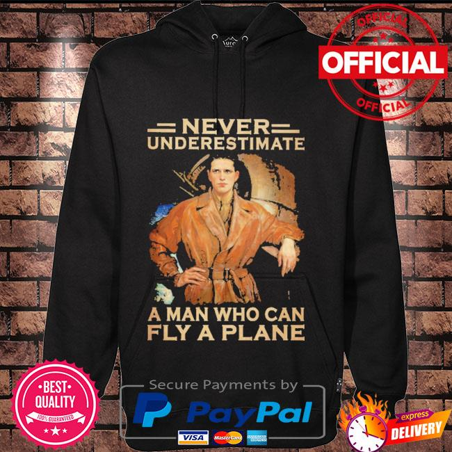 Never underestimate a man who can fly a plane Hoodie black