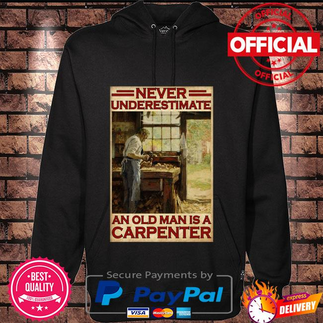 Never underestimate an old man is a carpenter Hoodie black